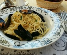 Spaghetti con cozze nere in bianco