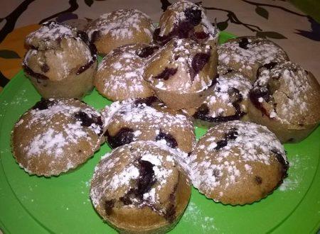 Muffin ai mirtilli e gocce di cioccolato